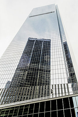 Skyscraper reflected in building windows, New York, New York, United States - p555m1459384 by Eric Raptosh Photography