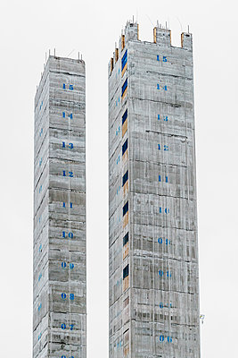 Concrete core on skyscraper  - p1280m2044195 by Dave Wall