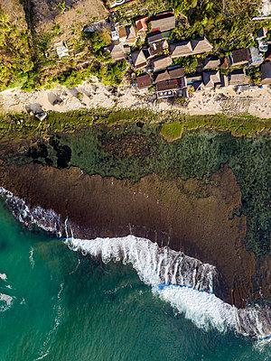 Indonesia, Bali, Aerial view of Bingin beach - p300m2042560 von Konstantin Trubavin