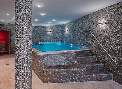 Swimmingpool - p390m1510867 von Frank Herfort