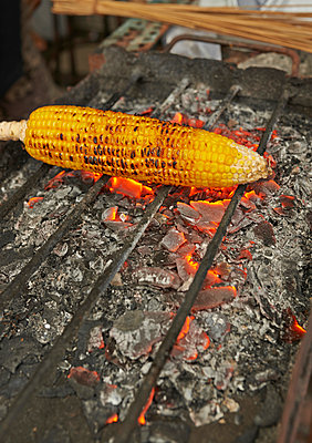 Grilled corncob - p390m958939 by Frank Herfort