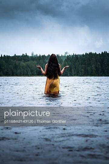 Den Regen genießen - p1168m2143120 von Thomas Günther