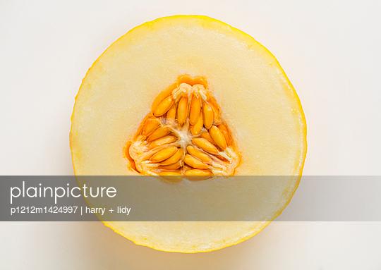 Honigmelone Querschnitt - p1212m1424997 von harry + lidy