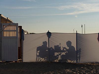 Abendessen am Strand - p1383m2026478 von Wolfgang Steiner