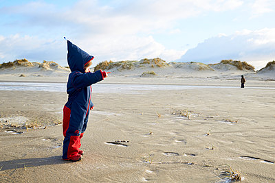Children playing on the beach, dunes in the background - p1511m2223086 by artwall