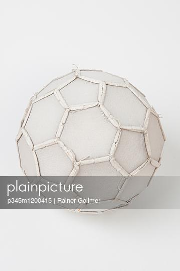 Naht Fußball - p345m1200415 von Rainer Gollmer
