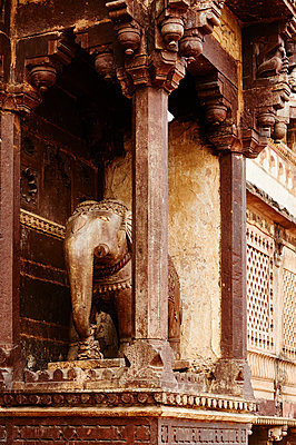Elefantenskulptur im Kandariya-Mahadeva Tempel - p1259m1111457 von J.-P. Westermann