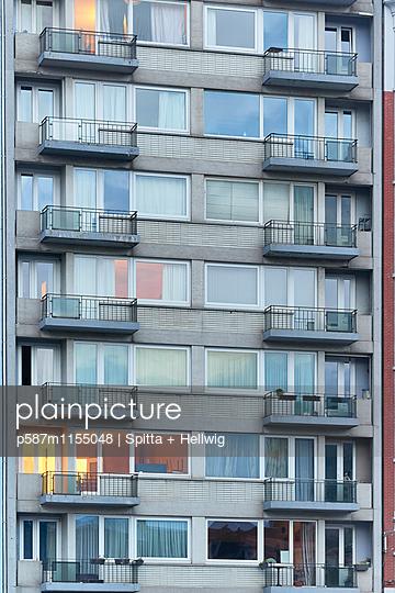 Wohnblock in Lüttich - p587m1155048 von Spitta + Hellwig