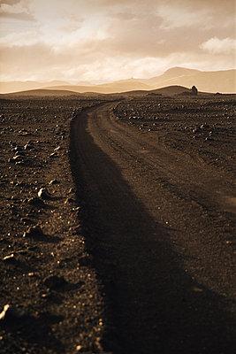 Gravel road - p1477m1586426 by rainandsalt