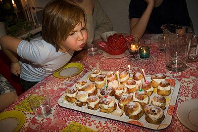 Birthday boy - p972m1056411 by Berno Hjölmrud