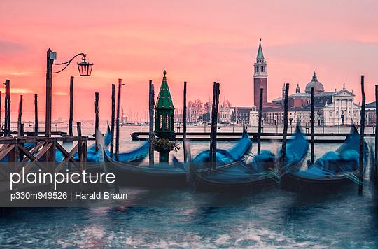 Gondeln und San Giorgio Maggiore - p330m949526 von Harald Braun