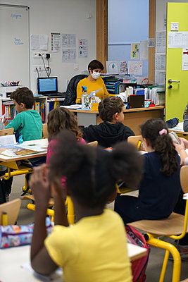 Primary school during coronavirus crisis in France - p1610m2215567 by myriam tirler