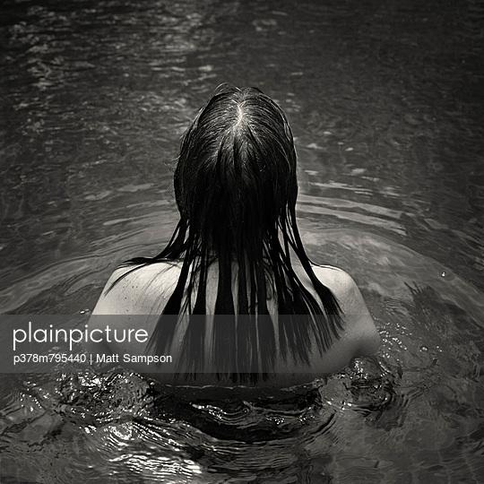 Woman with wet hair - p378m795440 by Matt Sampson