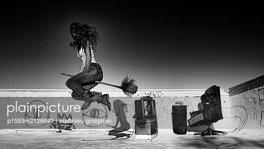 a salton witch - p1553m2126642 by matthieu grospiron