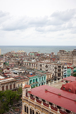Overlooking Havana town - p304m1092286 by R. Wolf