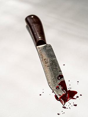 Blutige Messerklinge - p536m1444406 von Schiesswohl
