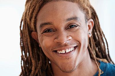 Mixed race man smiling - p555m1306218 by JGI/Tom Grill