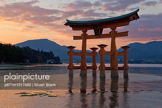 The floating Miyajima torii gate of Itsukushima Shrine at sunset, UNESCO World Heritage Site, Miyajima Island, Western Honshu, Japan, Asia - p871m1017492 by Stuart Black