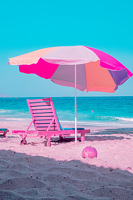 Infrared photography, Deck chair and sunshade  - p1487m2125532 by Ludovic Mornand