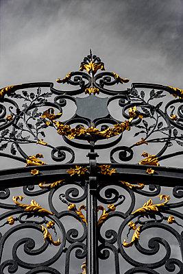 Prachtvolles Eisentor - p248m2045374 von BY