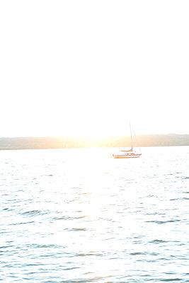 Kleines Boot - p454m764383 von Lubitz + Dorner