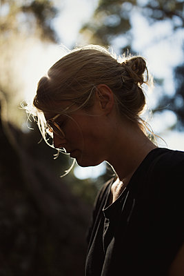 Young woman in backlight - p1477m1586663 by rainandsalt