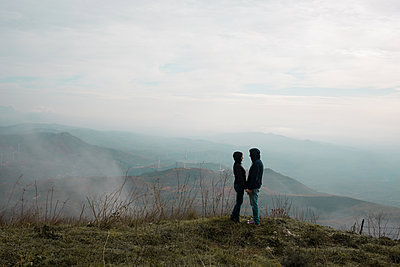 Couple in front of the panorama - p1623m2223291 by Donatella Loi