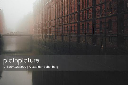 Speicherstadt - p1696m2292970 by Alexander Schönberg