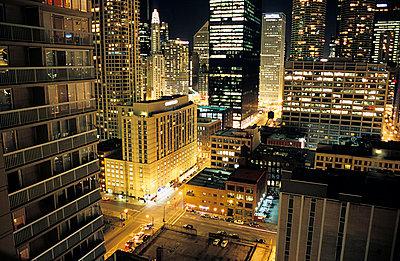 Chicago bei Nacht - p2370174 von Thordis Rüggeberg