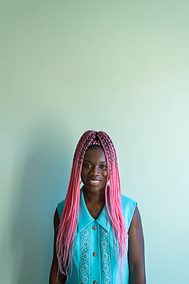 Young african woman with dreadlocks - p427m2089602 by Ralf Mohr