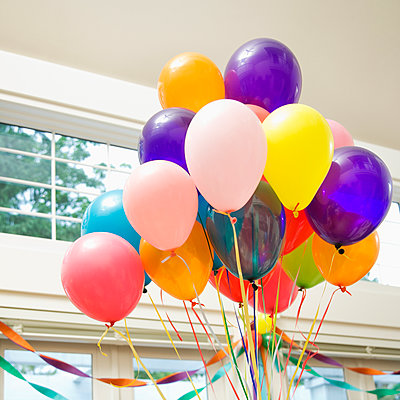 Bouquet of Balloons Indoors - p555m1453905 by Spaces Images