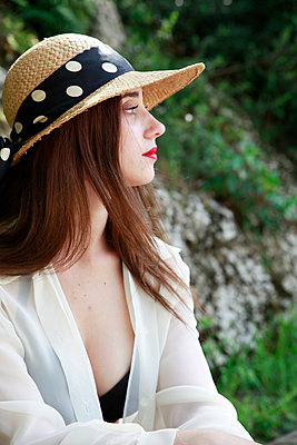 Contemplative woman with straw hat - p1105m2082525 by Virginie Plauchut