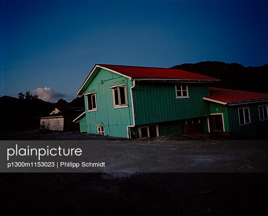 Haus in Chaitén, Chile - p1300m1153023 von Philipp Schmidt