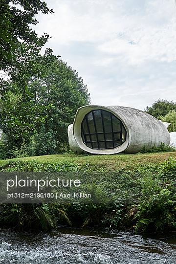 Concrete building - p1312m2196180 by Axel Killian