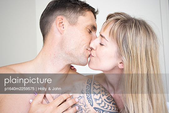 Couple in love kissing, close-up - p1640m2259575 by Holly & John