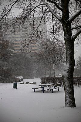 Wohnblock im Winter - p8630043 von Philipp Schmitz