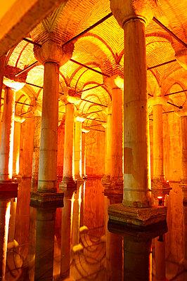 Istanbul Unterwelt, Zisterne, Sarayi - p1259m1064556 von J.-P. Westermann