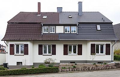 """Haus in der Arbeitersiedlung """"Dahlhauser Heide"""" in Bochum - p105m1025445 von André Schuster"""