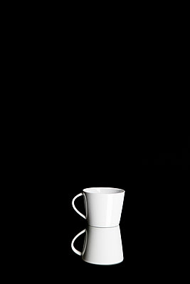 Tea cup - p1212m1123482 by harry + lidy