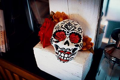 Artificial skull as a deco  - p1598m2164420 by zweiff Florian Bier