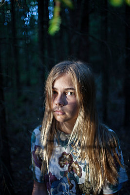 Portrait of girl in forest - p312m1470267 by Christina Strehlow