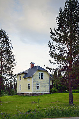 yellow wodden house in Sweden - p715m880629 by Marina Biederbick