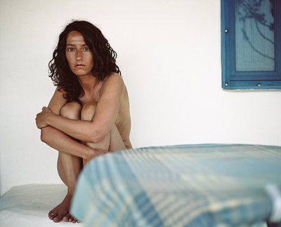 Braungebrannte nackte Frau - p1083m2184388 von Alain Greloud