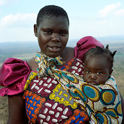 Malawian mother and child - p1160m951383 by Emilie Reynaud