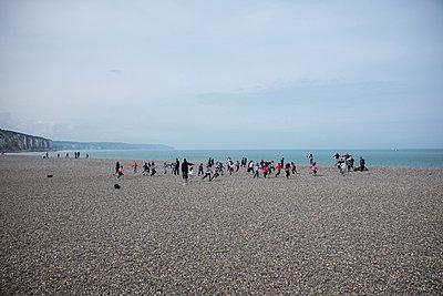Gruppe am Strand - p305m1000413 von Dirk Morla
