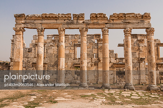 Ruinen der antiken Stadt Apameia im Norden Syriens - p1493m2063546 von Alexander Mertsch
