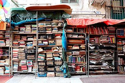 Straßenbibliothek, Palermo - p237m1083613 von Thordis Rüggeberg