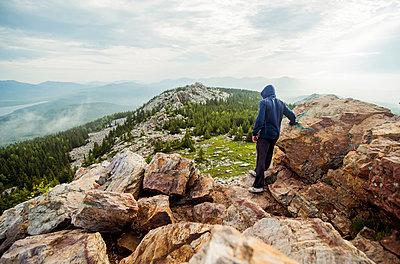 Caucasian hiker standing on rocky hilltop - p555m1414460 by Aleksander Rubtsov