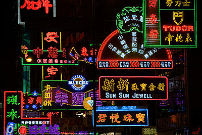 Illuminated neon signs - p9247753f by Image Source