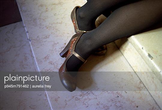 Im Treppenhaus - p945m791462 von aurelia frey